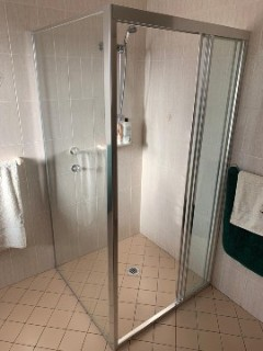 Corner-fully-framed-sliding-facing-right-door-shower-screen