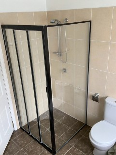 Corner-fully-framed-sliding-left-door-shower-screen