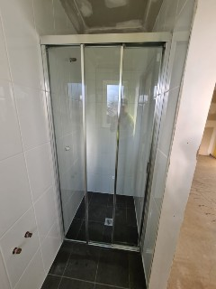 Fully-framed-shower-screen-wall-to-wall-with-sliding-door-chrome